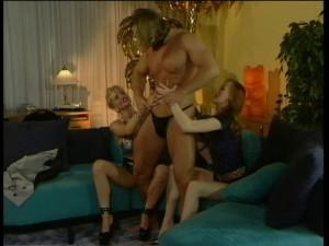 Hladové kurvičky čekají na striptéra