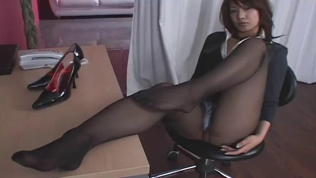 Japonka svádí v punčocháčích