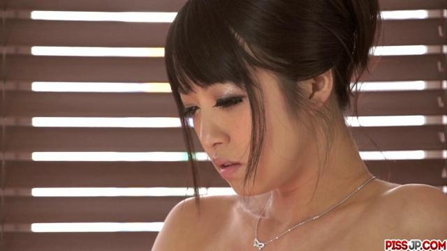 Sexy asijka a její mokrá kundička